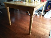 Dining table Newmarket, L3Y 6M1