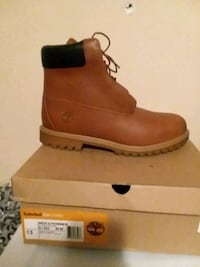 unpaired brown Timberland leather work boot with box Clinton, 20735