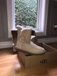 UGG NEW boots bailey button style - short beige size 10 Laval, H7X 3K4