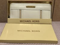 New Michael Kors leather long wallet New York, 11357