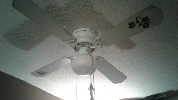 EUC White /black ceiling fan, Clean & Ready to Go. 33aab8e1-4a24-413d-93dd-edce482b98df
