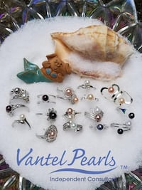 assorted pairs of earrings lot New York, 10302