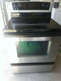 Whirlpool glass top self cleaning good condition  Edmonton, T6X 1A4