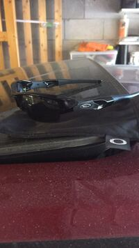 Brand new Oakley polarized glasses. They run over $200 Mississauga, L5V 1G5
