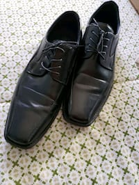 Men's dress shoes...worn once indoor only...!!  great buy!