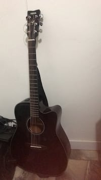 Guitar Yamaha. New and in good condition Surrey, V3R 3G4