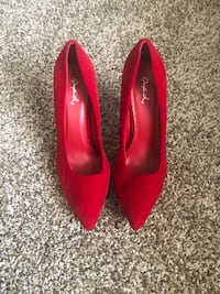 pair of red leather pointed toe pumps 640 mi