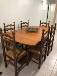 Brown solid Oak wooden dining table set with 2 extra leafs  Richmond Hill, L4C 9P2