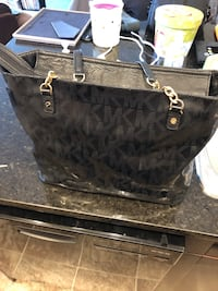 Authentic Michael kors tote  Edmonton, T5R 4H2