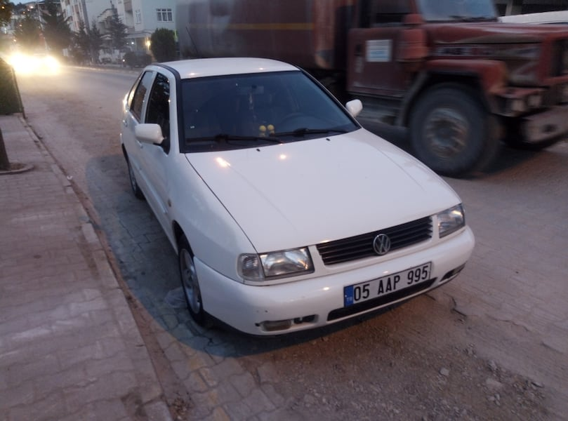 2000 Volkswagen Polo 1.6 CLASSIC FULL 0dbb2310-2a2c-49eb-8201-a563afa2a2ee