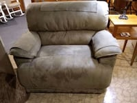 LazyBoy wide Electronic Recliner Portland, 97220