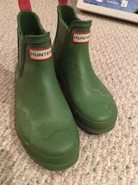 pair of gray Hunter rubber Chelsea boots North Vancouver, V7K 1L5