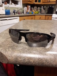 Almost NEW Authentic Oakley Flak 2.0 595 km