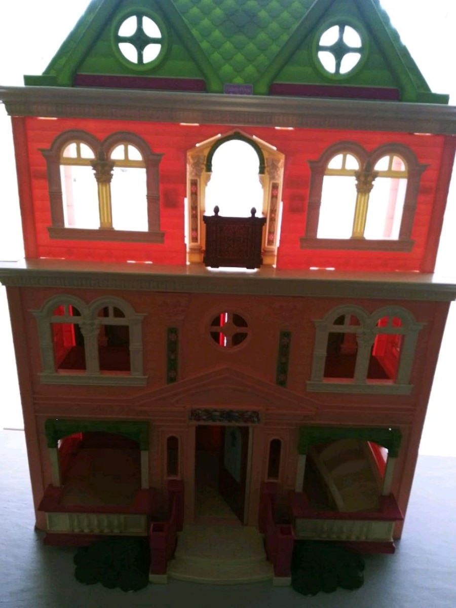 Photo Fisher price doll house