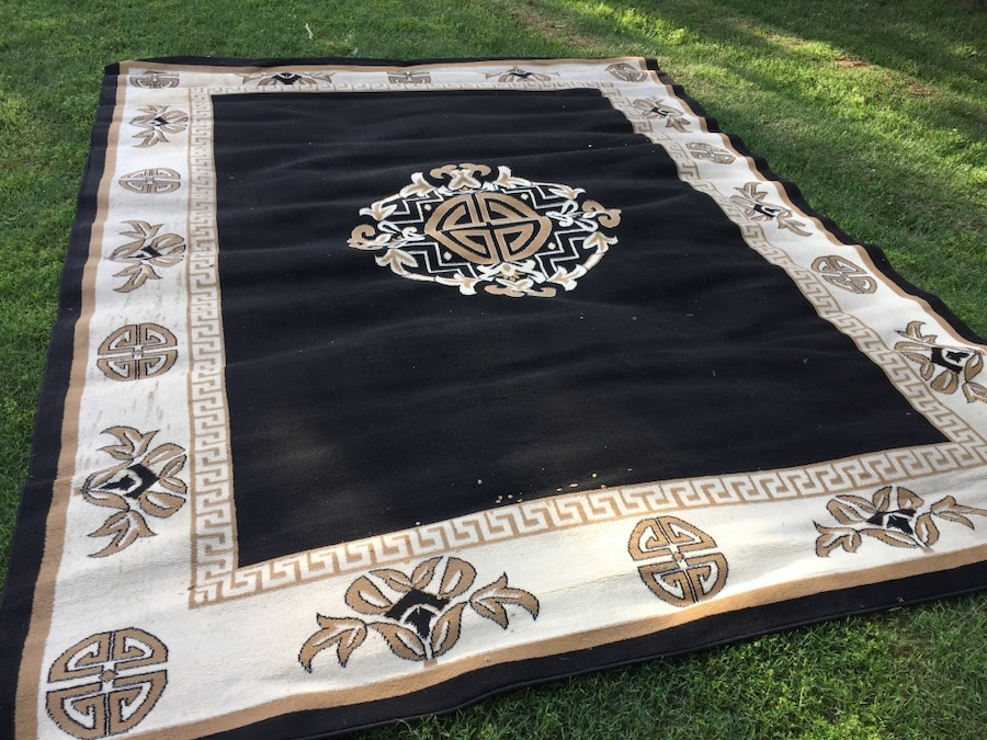 Used Black And White Floral Area Rug In Wichita Falls