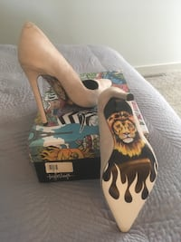 Taylor Says size 6 never worn new in box. St Albert, T8N