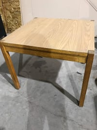 Wood table. 36 x 36 x 30. $25 St. Catharines