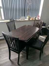 Wooden breakfast/dining table w/ 4 chairs  Markham, L3T 2A6
