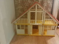 Large 3 Piece plastic doll house Lakewood Township, 08701