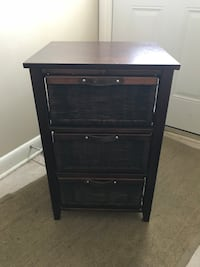 Wicker and Wood Side Table (great for bathroom) Aurora, L4G