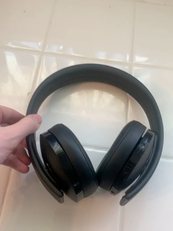 Headphones dont hit me up untill you are certain you you want it pls  fb4a8b66-9bea-47ae-80a9-8bb3b6ffb97a