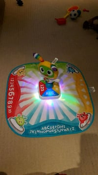 Fisher-Price Bright Beats Learnin' Lights Dance Ma 784 km