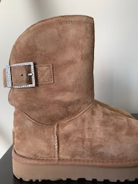 Gorgeous child sized Swarovski crystal Caramel kids size 5 UGG Glen Burnie, 21061