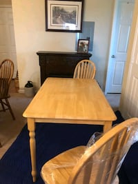 Solid oak kitchen/dinning room table w/4 chairs  Frederick, 21702