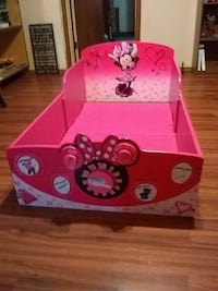 pink and white Minnie Mouse print sofa chair