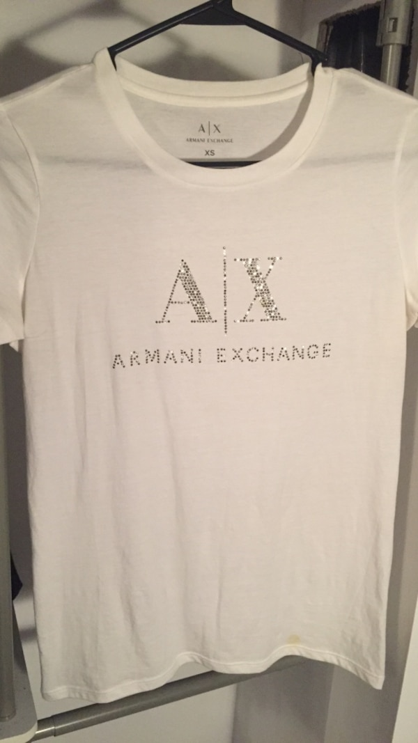 White and black armani exchange crew-neck shirt