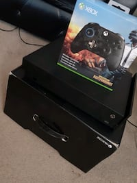 Xbox One X with one Pubg controller and a Vertical Console Stand Toronto, M5A 1Y4