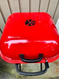 Barbecue portable, almost brand new, used only once. Original price was $97