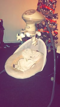 Baby's white cradle and swing Des Moines, 50314