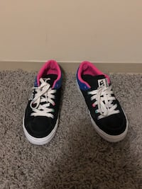 Pair of black-and-white low top sneakers size 8 Winnipeg, R2K 3B8
