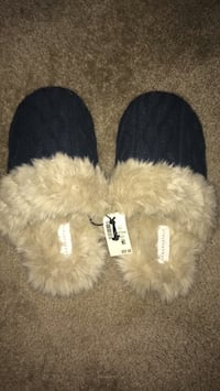 Aeropostale Slippers Size L Indianapolis, 46250