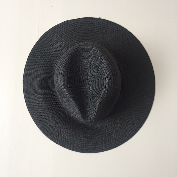 Used Women s black wide brim hat for sale in Berkeley - letgo b2fa5da451e