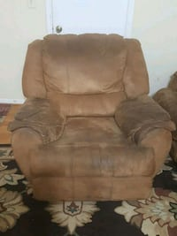 GREAT RECLINER  Springfield, 22150