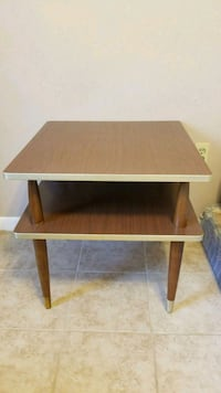Wooden end table. In veru good condition. Baton Rouge, 70820