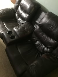 Nice 2 person leather loveseat **Extremely heavy needs 3 people min to lift it** Moncks Corner, 29461
