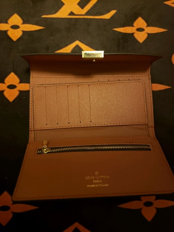 Lv wallet 60658ee2-5864-49a7-ac55-8b3f7354cba5