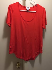 Old Navy t-shirt /Top size M (mint condition) London, N5Y 4K5