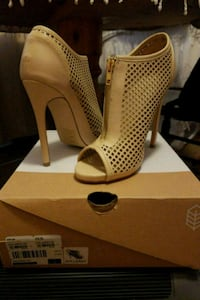 Beige sz8 peep toe stilettos from Call It Spring 535 km
