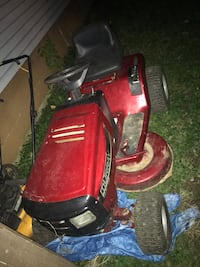 Red and black riding mower Hamilton, 45015
