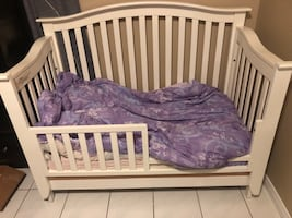 Convertible crib/bed