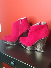 Womens red sparkly heels size 7 Cloverly