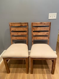 Great kitchen/dining room chairs! Set of 2!
