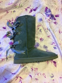 Uggs**Tall Bows Gray- Like New-Excellent Shape. Sz 8 - 100 %Authentic Baltimore, 21224