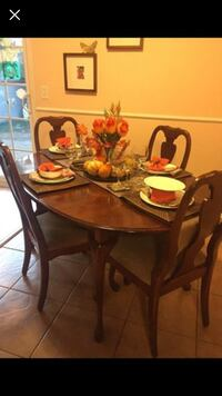 Beautiful oak wooden table with 6 chairs dining set