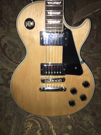 Brown and black electric guitar Holly, 48442