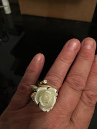 Fun fashion flower ring. Denver